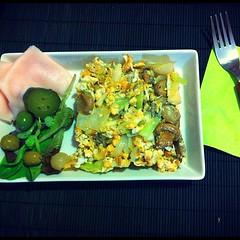 Today's menu: Scramble Eggs with Onion Sprouts and Mushrooms! Omomom! (PequeñaMims) Tags: food verde green verduras vegetables square lunch mushrooms comida fork ham foodporn squareformat olives veggies aceitunas huevo lechuga pavo cebolla tenedor menú revuelto champiñones instafood onionsprouts ajostiernos scrambleeggs iphoneography instagramapp uploaded:by=instagram