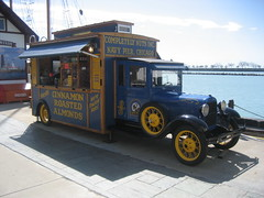 Roasted Almonds, Navy Pier, Chicago, USA (BuonCuore) Tags: street food coffee car truck snacks van cart sales vending olsen concession grumman foodtruck stepvan streetsales
