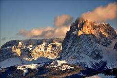 Dolomiti - Sella e Sassolungo (Luigi Alesi) Tags: italia italy alto adige sudtirol dolomiti dolomites patrimonio unesco val gardena groden alpe di siusi seiser alm ortisei selva bullaccia paesaggio landscape scenery montagna mountain inverno winter neve snow sella sassolungo nikon d90 raw photographyforrecreation platinumheartaward mygearandme mygearandmepremium mygearandmebronze mygearandmesilver mygearandmegold photography for recreation classic bestevercompetitiongroup vigilantphotographersunite