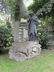 7971 Bremerhaven Friedhof (RainerV) Tags: 16071 bremen bremerhaven deu deutschland friedhof geo:lat=5351287110 geo:lon=859485850 geotagged grabmal nikonp7800 rainerv wulsdorf
