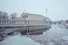 Alte Nationalgalerie #II (Alexander Rentsch) Tags: sonya7ii sonyfe28mmf2 germany deutschland berlin mitte altenationalgalerie architecture architektur museum bridge canal kanal spree ice eis frozen gefrohren winter cold kalt snow schnee city geometry colors colours farben blue blau vscofilm