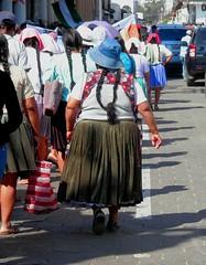 En marcha (magellano) Tags: santacruzdelasierra bolivia manifestazione demonstration donna vestito traditional dress demostracin woman tradizionale strada street people persone