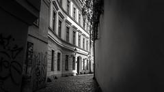 Waking... (Quique CV) Tags: street building calle callejon prague praga praha czechrepublic repblicacheca summer verano andando walking europa europe 2016 blackwhite bw blancoynegro