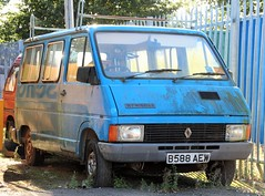 B588 AEW (Nivek.Old.Gold) Tags: 1984 renault trafic holdsworth minibus 1397cc priorygarage isleham