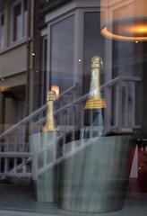 L'escalier des veuves (Bluefab) Tags: luminaire bowwindows villa champagne bouteilles seaux escalier blanc