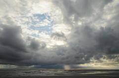 Regenneigung in St. Peter-Ording; Eiderstedt, Nordfriesland (8) (Chironius) Tags: eiderstedt nordfriesland schleswigholstein deutschland germany allemagne alemania germania    ogie pomie szlezwigholsztyn niemcy pomienie stpeterording nordsee meer see wolken clouds wolke nube nuvole sky nuage  himmel ciel cielo hemel  gkyz northsea mardelnorte maredelnord merdunord
