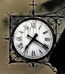 Reloj en la Iglesia Saint-Louis-en-l'Ile, Pars (Edgardo W. Olivera) Tags: clock manecilla aguja iglesia eglise church saintlouisenlile glise horloge paris france francia europe europa panasonic lumix gh3 edgardoolivera microfourthirds microcuatrotercios lesaintlouis hierro iron