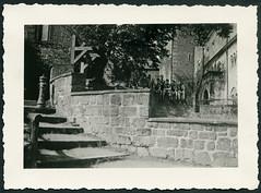 Archiv H414 Wartburg Innenhof, Eisenach 1930er (Hans-Michael Tappen) Tags: archivhansmichaeltappen wartburg burg eisenach baugeschichte architektur geschichte history denkmal baudenkmal 1930s 1930er innenhof drittesreich thirdreich hj hitlerjugend pimpfe nazigermany