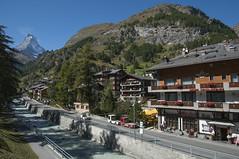 Zermatt (webeagle12) Tags: house mountain alps switzerland klein nikon europe village apartment swiss peak resort glacier summit zermatt matterhorn ch matter snowpeaks susse d90 1685 visp vispa