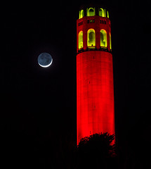 Coit Tower with setting Crescent Moon (phil_mcgrew) Tags: sanfrancisco nightphotography moon 49ers crescent coittower playoffs