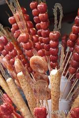 Beijing - Candies Fruit Sticks (Rolandito.) Tags: china fruit sticks candy beijing stick candies frucht peking chine candied obst spiess fruchtspiess obstspiess