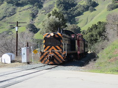 Southern Pacific #1423 (EMD NW2) in Niles Canyon, CA (CaliforniaRailfan101 Photography) Tags: heritage pacific steam sp shay cabride mallet ge wp baldwin southernpacific alco emd sd9 westernpacific gp9 nilescanyonrailway steamlocomotives centercab 462 funit heisler gp7 nilesca h1244 44tonner 3truck rprc richmondpacific sp2472 80tonner sp1423 oaklandterminalrailway 65tonner 2662t pickeringlumbercompany clovervalleylumbercompany4 brightsideyard nathanm3