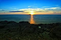 Sunset with sculptures (Amos's photos) Tags: long exposure hoya nd filter 1000 sunset sea sculpture