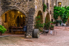 Monells, Girona (enricrubioros1) Tags: monells baixempurd portic girona arcada rodamol