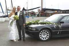 Brautpaar in Altefhr (Carl-Ernst Stahnke) Tags: brautpaar braut brutgam heirat duvendieck altefhr anleger hafen strelasund limousine segelboote brautkleid anzug brautstraus