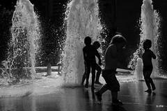 Toulouse (10) (sylvie.chaix) Tags: jetdeau chaleur jeudenfants toulouse contrejour