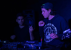Like Chiken (snaproy) Tags: dj fiesta party chiken dr agujas dance