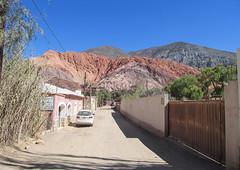 "Purmamarca et ses montagnes colorées <a style=""margin-left:10px; font-size:0.8em;"" href=""http://www.flickr.com/photos/127723101@N04/29070235451/"" target=""_blank"">@flickr</a>"