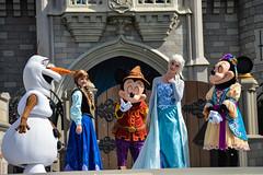 DSC_0372 (photosbyjenna) Tags: disney disneyworld world wdw waltdisneyworld magic kingdom magickingdom tangled frozen anna elsa mickey mickeymouse minnie donald goofy rapunzel flynn