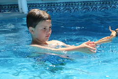 1E7A5476 (anjanettew) Tags: swimming diving kids pool summer fun twins sillykids splashing babypool