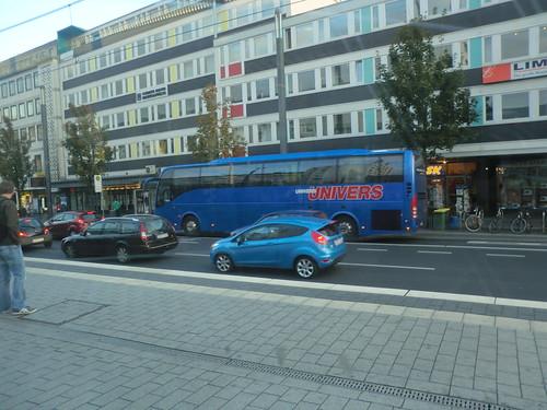 Von Minsk angekommen in Bonn am Bertha-von-Suttner-Platz ein deutscher Volvo Reisebus von Univers Bonn