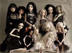 Lightpainted Doll Axana (OOAK Dora) with other BJD's (cureilona of Lightpainted Doll) Tags: sculpture woman lightpainting art mannequin girl female marina ball dark photography miniature photo women doll artist dolls photos body handmade feminine ooak gothic creative hans bisque mini eerie double fairy cast tiny figure bjd resin collectible custom delicate uncanny ilona making lidia porcelain joint enchanted duplicate collectable automata porzellan bellmer joints sculpt poupe jointed miniatur poupes  lightpainted  faceup snul bychkova   knstlerpuppe cureilona  jurgiel kugelgelenk ilonajurgiel kugelgelenkpuppe bjdsculpturesculptingkyk lightpainteddoll knstlerdoll