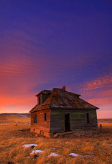 '' LEFT BEHIND '' (kadek susanto) Tags: winter sunset red southdakota blackhills bluesky oldhouse abandonedhouse amazingsky sunsetcolor dramaticlandscape colorfullandscape canon50d landscapephotograph oldhouseandsunset