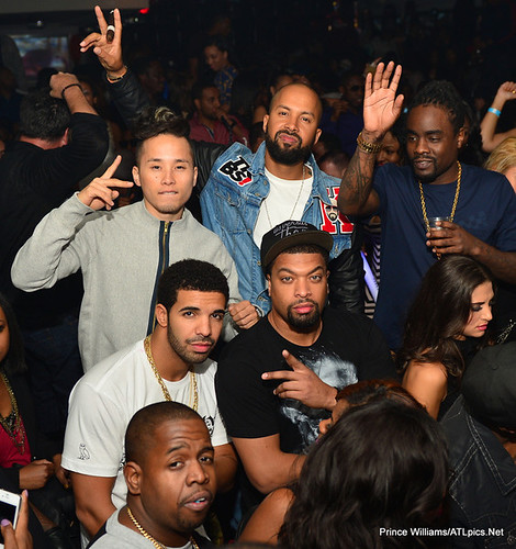 Drakes 26 birthday party in atlanta ... partying with his pops , deelishis , and wale