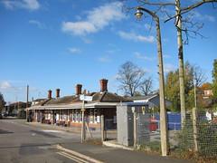Evesham Railway Station, Worcestershire (Lady Wulfrun) Tags: station streetlight cu br streetlights railway worcestershire railways cfl streetlighting evesham beta4 wychavon concreteutilities thornbeta4 betafour
