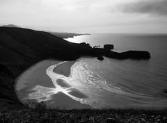 Cala [Explore] (Fleming Andrade) Tags: sea bw espaa white black blanco praia beach digital mar spain y negro asturias playa olympus bn mm zuiko cala 1260 e620