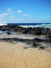 IMG_1192 (heartinhawaii) Tags: sea vertical hawaii pacificocean kauai poipu tidepools breakingwave lavarocks poipubeachpark splashingwave kauaiinoctober