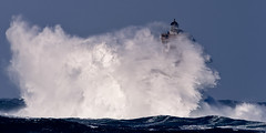 _4LN6432 : Le Four, le 6 Février 2013 (Brestitude) Tags: sea mer lighthouse four big brittany wave bretagne breizh vague phare finistère grosse argenton hudge porspoder chenaldufour nordfinistère paysdesabers brestitude