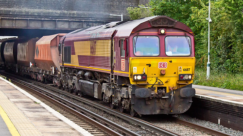 66117 (JOHN BRACE) Tags: 1999 gmemd london canada built co class 66 loco 661117 seen horley db branded english welsh scottish livery 1100 crawley new yard rmc wembley euro ops centre passing 1119