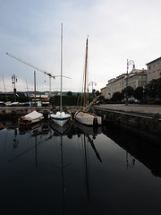 Trieste_006_7144 (Dubliner_900) Tags: olympus omdem5markii panasoniclumixgvario714mmf4asph micro43 paolochiaromonte trieste friuliveneziagiulia riflessi reflections boat