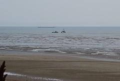 3549 09:47 Underway at last (Andy panomaniacanonymous) Tags: 20160818 aaa anglersboat bbb beach boat kent littlestoneonsea romneysands sand sss