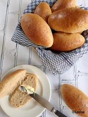Lichtbruine melk-boterbroodjes (Levine1957) Tags: brood bread broodjes buns baking food