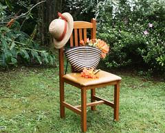 Buenos das primavera (leograttoni) Tags: jardn flor canasto sombrero spring chair garden flower hat airelibre laplata buenosaires silla