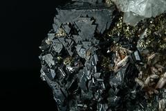 Blenda, Cuartz, Pyrite, Fluorite (Mr Giuseppe) Tags: mineral minerales geologia mineralogia rocas rocks crystals geology mineralogy