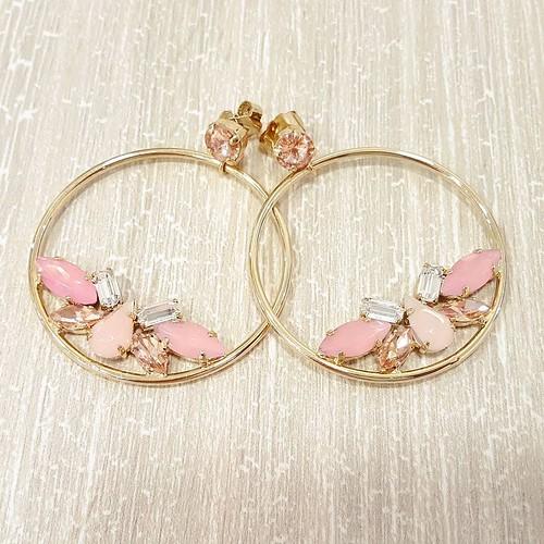 #younique #accessori #personalizzati #madeinitaly #earrings #instagood #cerchi #rosa #swarovsky #lightrose #bijoux #fashionjewellery #instagramers #picoftheday #sun #sleeptime #fun #babyhorse #amazing #TFLers #fashion #jewels #circle #gold