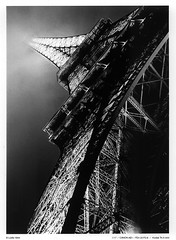 Sous les jupes de la Grande Dame (Ludtz) Tags: bw paris fog night canon lights eiffeltower illumination toureiffel canonae1 trocadero nuit brouillard archiecture noirblanc kodaktrix400 fdsystem canonfdn20mmf28 ludtz