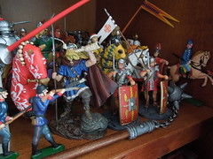 Toys in revolution... (Passe par tout) Tags: scale composition toy soldier toys miniature model brinquedo military models modelo collection figurines militar figuras figures miniatura soldado toysoldier brinquedos scalemodel jouets mycollection escala soldadinho modelereduit coleco soldadinhodechumbo soldatdeplomb militaryfigures figurasmilitares figurinemilitaire
