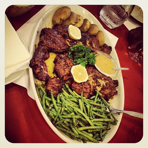 Restaurant Pedra Alta Avec Les Résidents... Bon Appetit !!!! #pedra #alta #restaurant #instafoof #foodporn #lovefood #foodlove #manger #bouger #sortir #portuguais #portugues #restaurante #