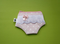 Lembrancinhas - porta-moedas (Meia Tigela flickr) Tags: baby lembrana handmade artesanato artesanal craft beb maternidade moeda ch tecido calcinha lembrancinha fraldas portamoeda