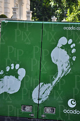 Footprints - B1_0722 (PIP Printing Mayfair) Tags: green london footprints truc belgravia