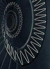 white zigzag (maxelmann) Tags: white black up stairs germany munich mnchen down stairway treppe sw schnecke schwarz stufen treppenhaus gelnder hoch weis treppengelnder zickzack treppenstufen handlauf runter treppenauge maxelmann
