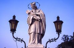 "Johannes Nepomucenus ... mit Bierglas ... ""so gesehen..."" (irisisopen f/8light) Tags: city film analog reisen nikon europa motive farbe stdte kortrijk f501 belgien"