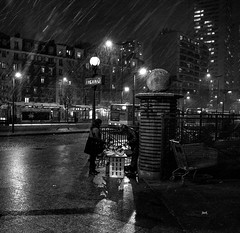 snow on Paris (Jack_from_Paris) Tags: l1001605m82 leica m82 voigtlandercolorskopar21mmf4 rangefinder télémétrique dng mode lightroom wide angle bw noir et blanc tube métro parisien porte ditalie snow neige marchand 10711 monochrom blackandwhite monochrome station metro transport