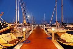 Al port de nit (Fnikos) Tags: light sky moon skyline architecture night port boat waterfront outdoor vehicle moonlight