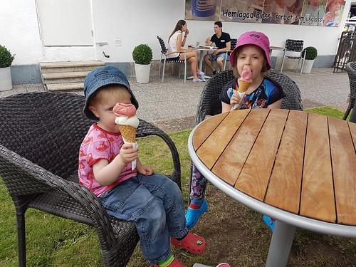 Paus för lunch och glass i Borgholm på väg till fastlandet