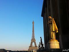 Touch the sky (Pierrot 49) Tags: statue france paris tour eiffel smartphone blue